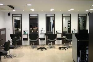 Magasins sarl pouch re cr ation conception de meubles - Agencement salon de coiffure mobilier ...